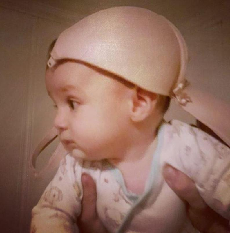 baby met bh op hoofd