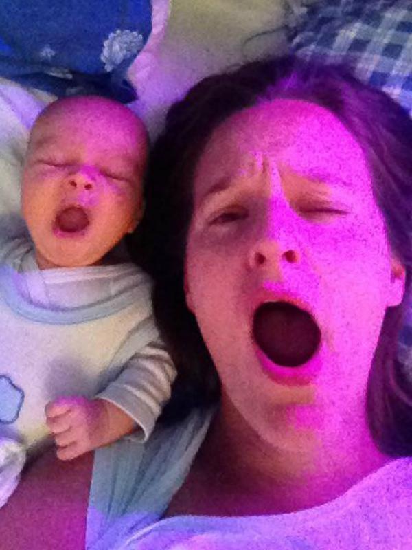 mama en baby geeuwen