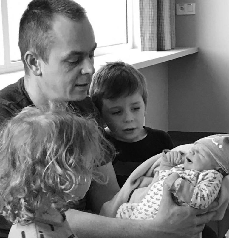 papa met kinderen en baby