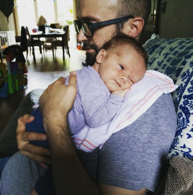 papa met baby