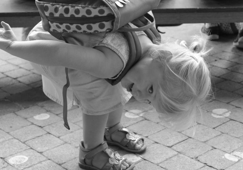 meisje met boekentas