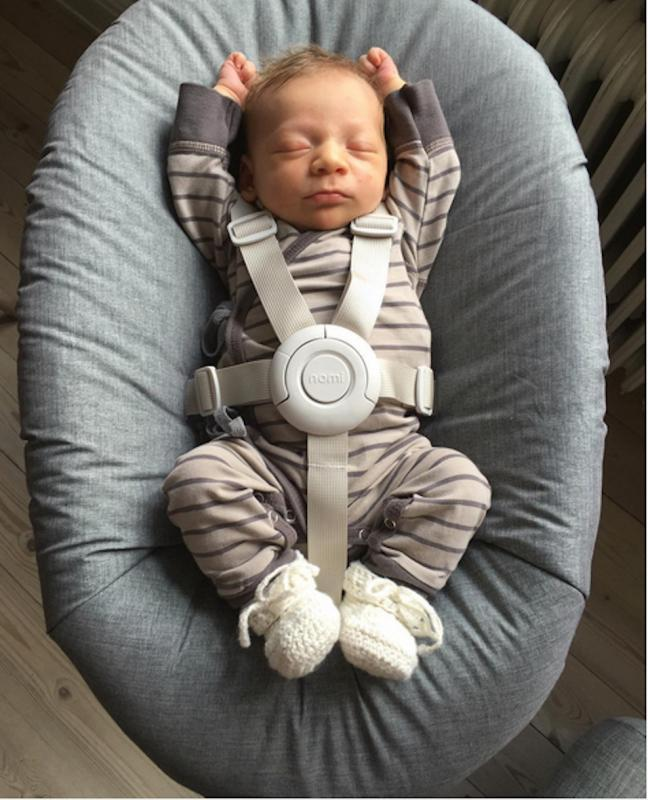 baby in Nomi-eetstoel