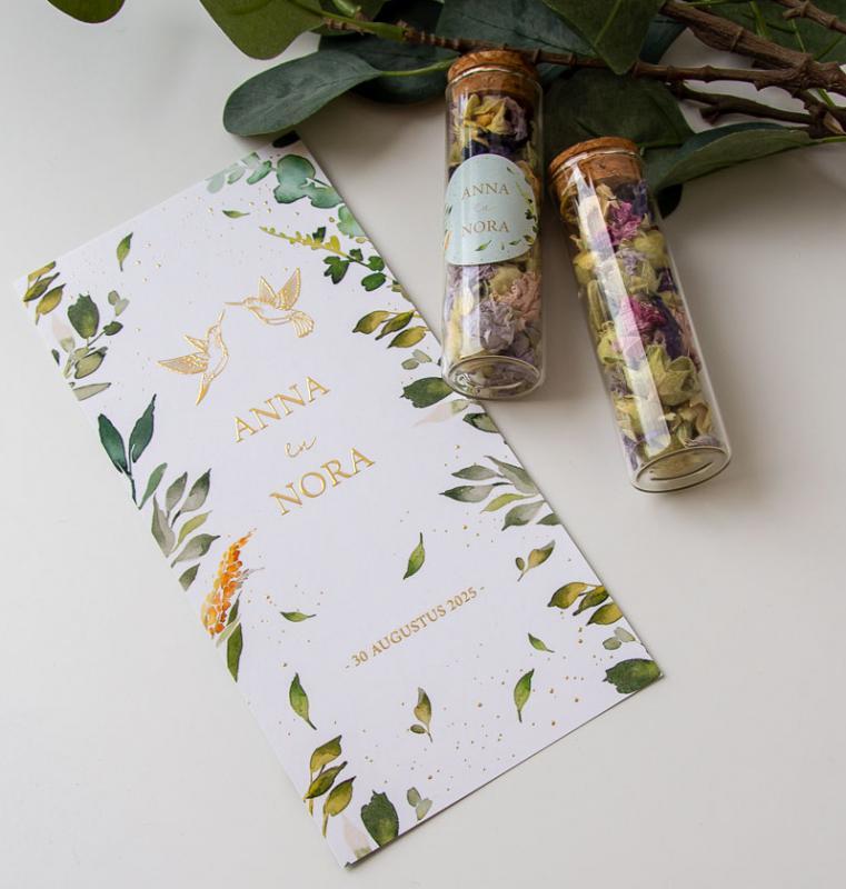 Geboortekaartje en droogbloemen