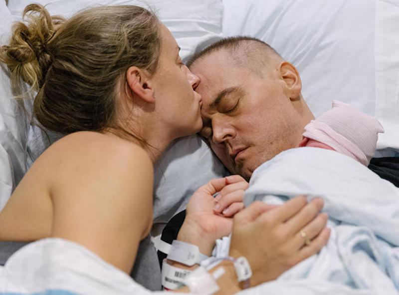 hersenkanker, papa houdt pasgeborene vast, giliberto