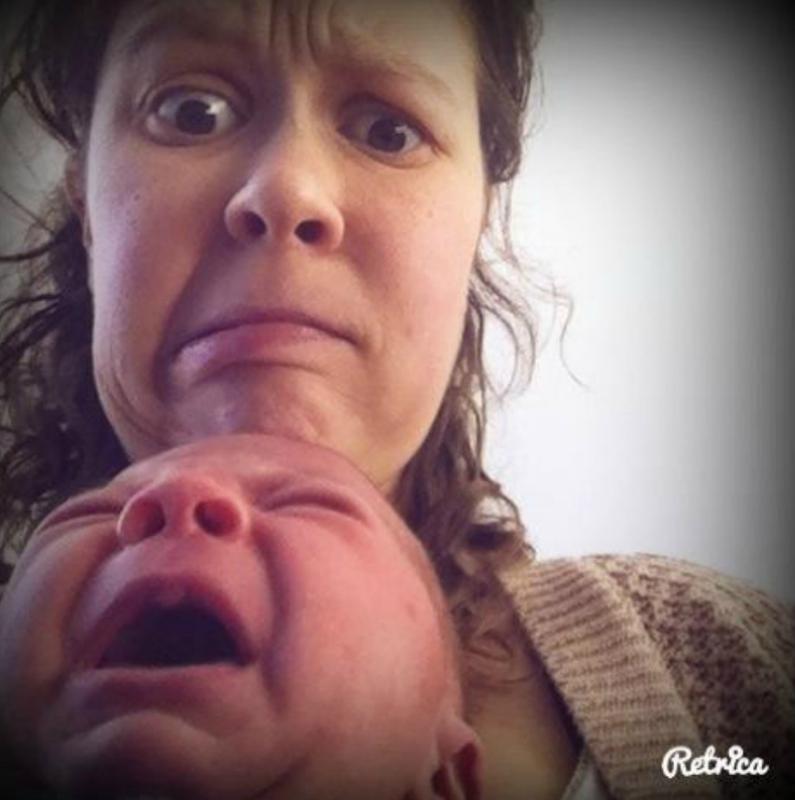 foto huilende baby met moeder