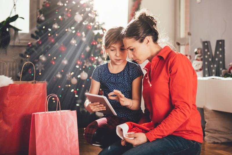 kind en mama met iPad