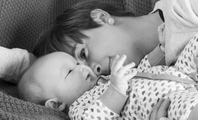 baby met mama in zetel