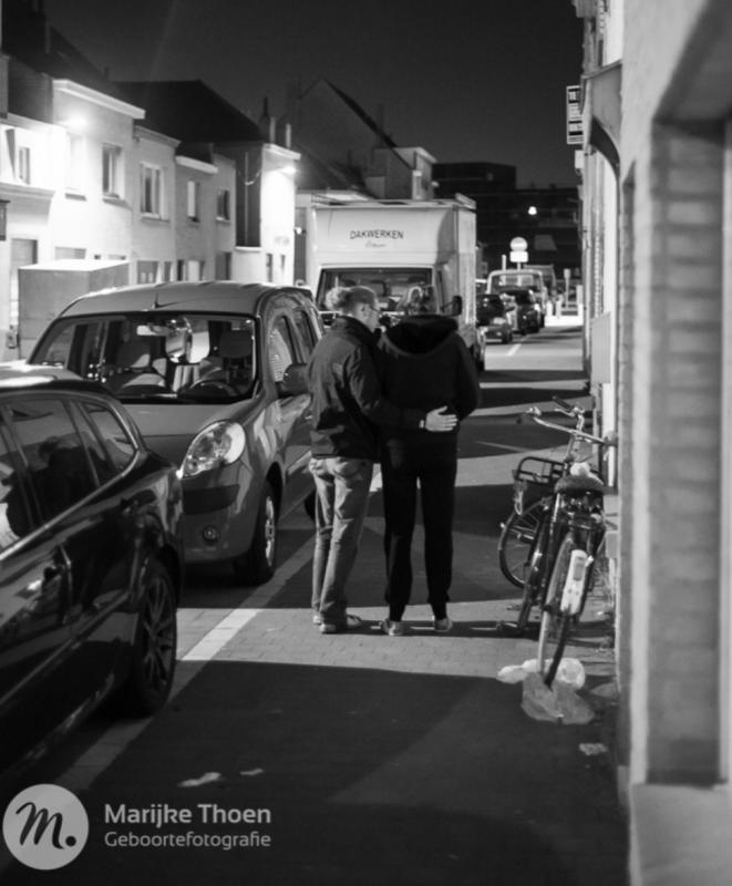 vrouw gaat wandelen met man