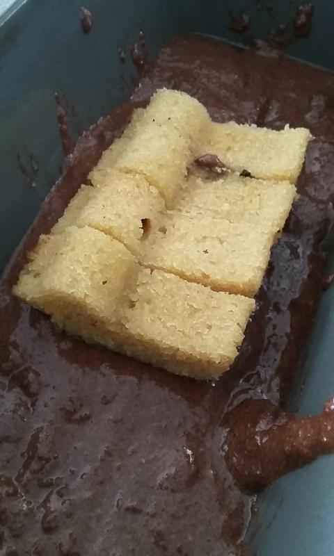 vormpjes bedekt met chocoladecake