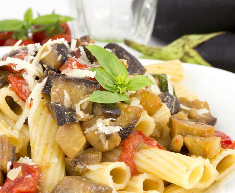 pasta met aubergine en tomaat