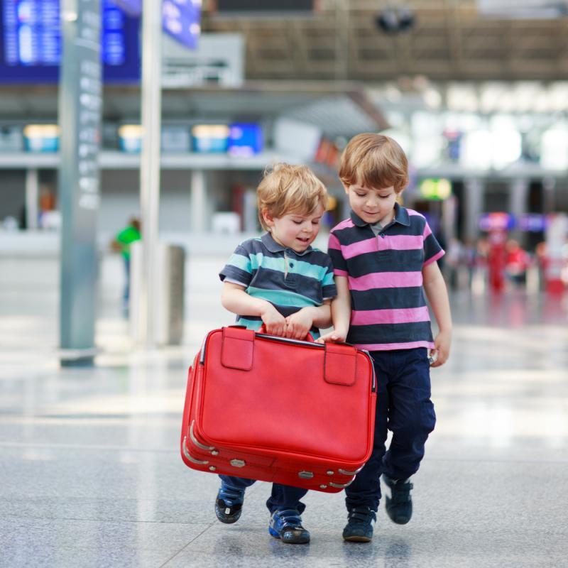 kinderen met valies